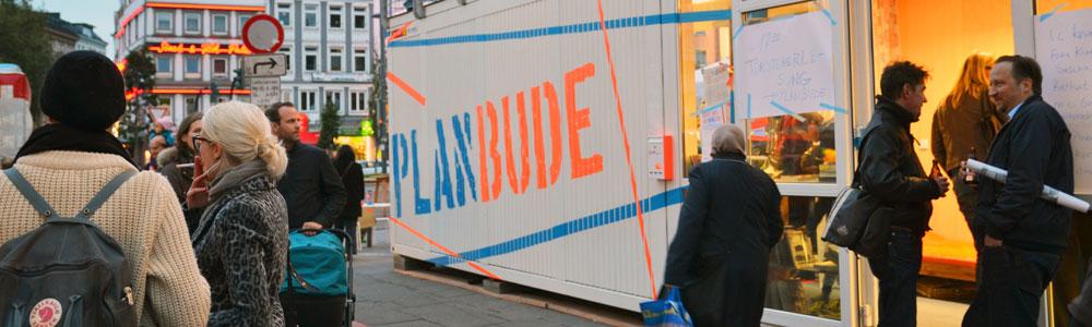 Das Planungsbüro ist direkt am zukünftigen Ort des Gebäudes und damit im Alltagsleben der zukünftigen Nachbar*innen platziert, Foto: PlanBude, Margit Czenki