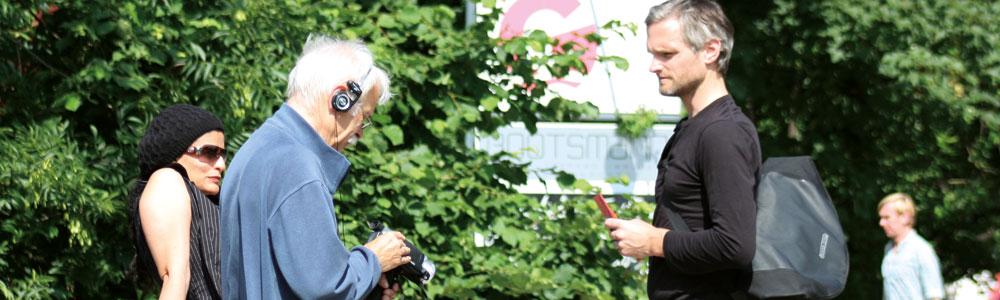Ein Freiwilliger bei einer Befragung im Stadtteil, Foto: Khatuna Hartmann