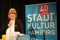 Die Vorstandsvorsitzende Dörte Inselmann läßt 40 Jahre Revue passieren.