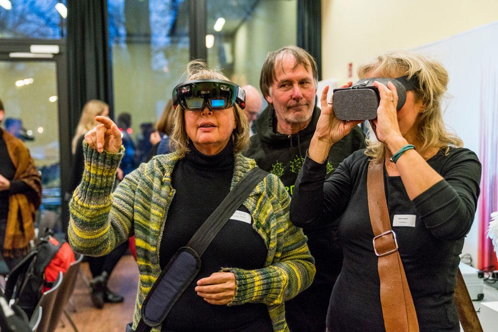 """Digitalisierung zum Anfassen in der Ausstellung """"Smart Objects"""", Foto: Miguel Ferraz"""