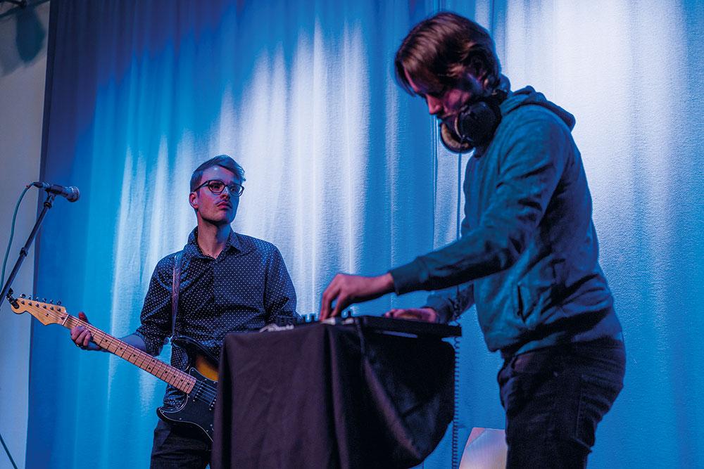 Musikalische Performance von Fool (rechts) feat. Klein Melchow (links), Foto: Miguel Ferraz