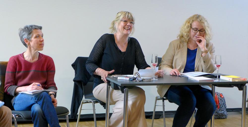 Dörte Inselmann (Mitte) und Corinne Eichner (rechts) führten durch die Tagesordnung, die neue Erste Vorsitzende Sonja Engler links im Bild, Foto: Heiko Gerken