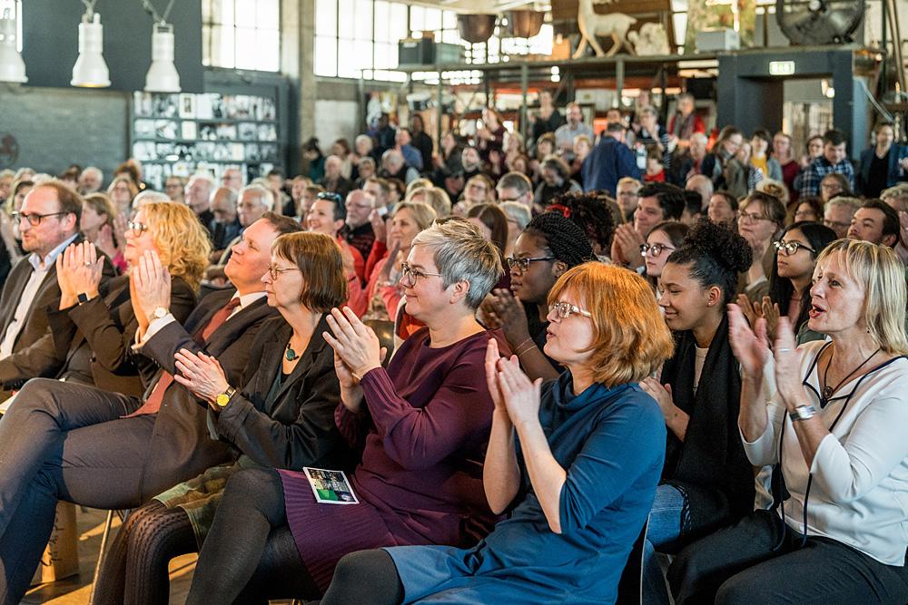 Applaus in der vollbesetzten Halle 424, Foto: Miguel Ferraz