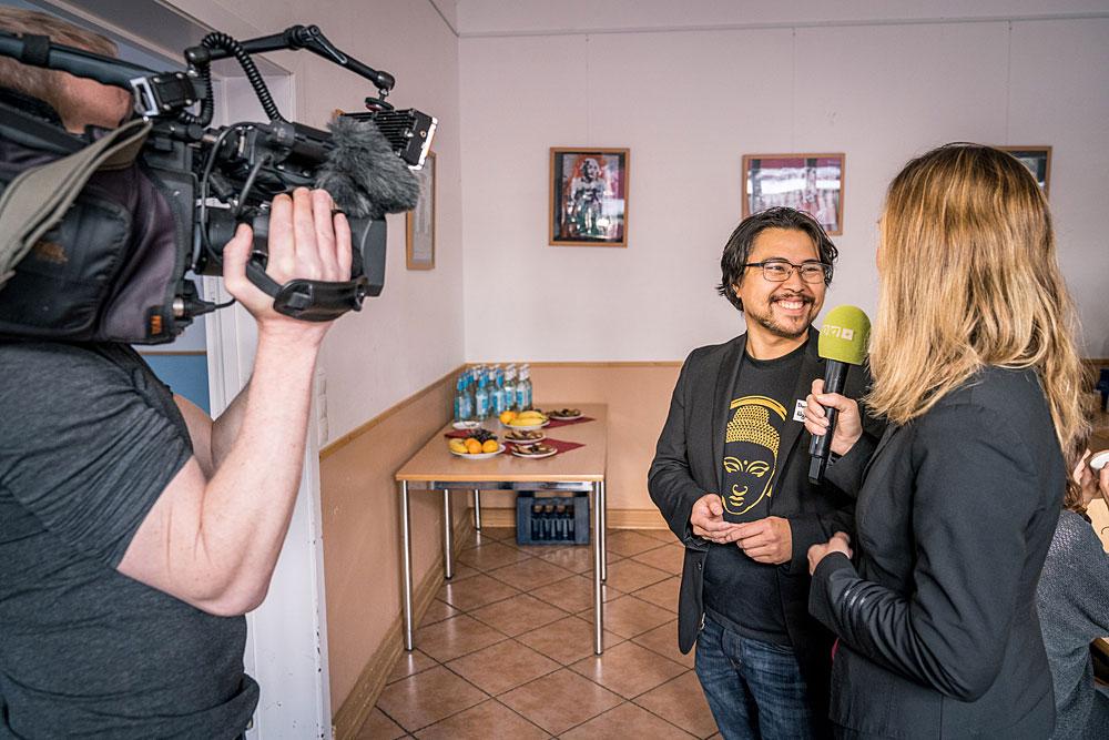 Erste Interviews werden gemacht.